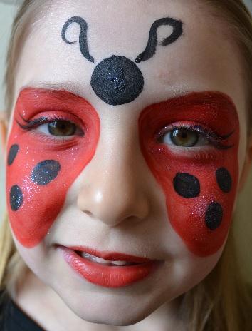 faire un maquillage de coccinelle sur le visage halloween solution. Black Bedroom Furniture Sets. Home Design Ideas