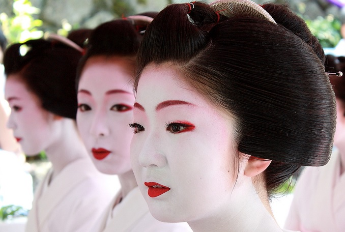 Faire Un Maquillage De Geisha Pour Halloween Solution Lentilles Com